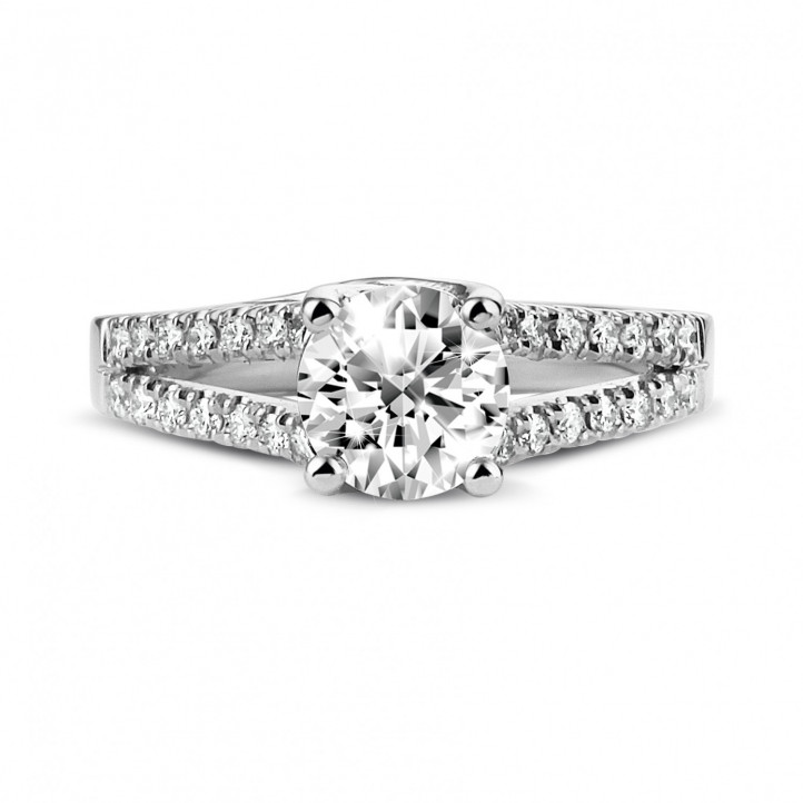 0.90 karaat solitaire ring in platina met zijdiamanten