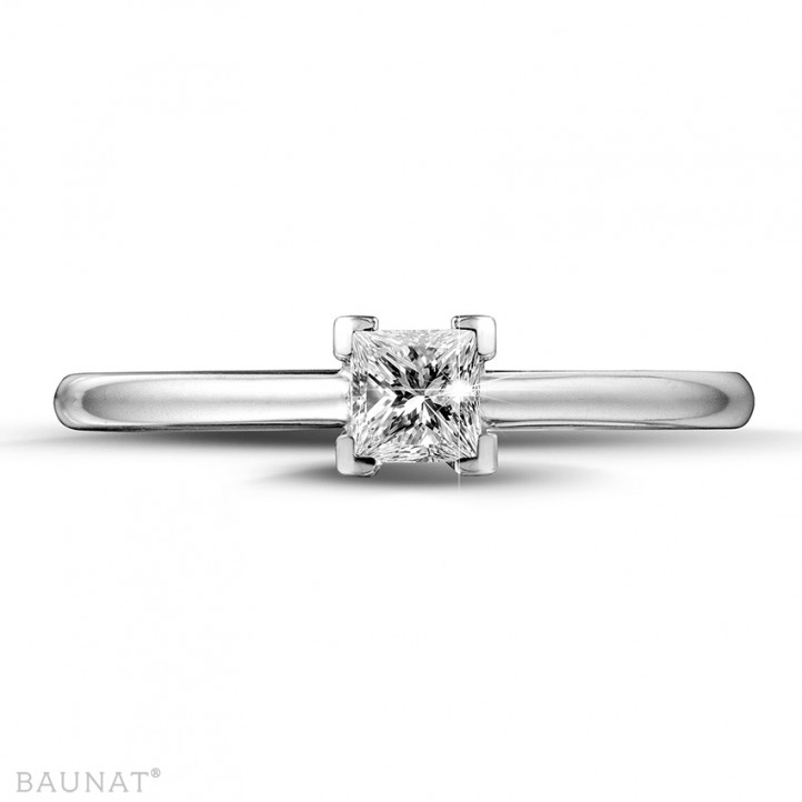 0.30 caraat solitaire ring in wit goud met princess diamant