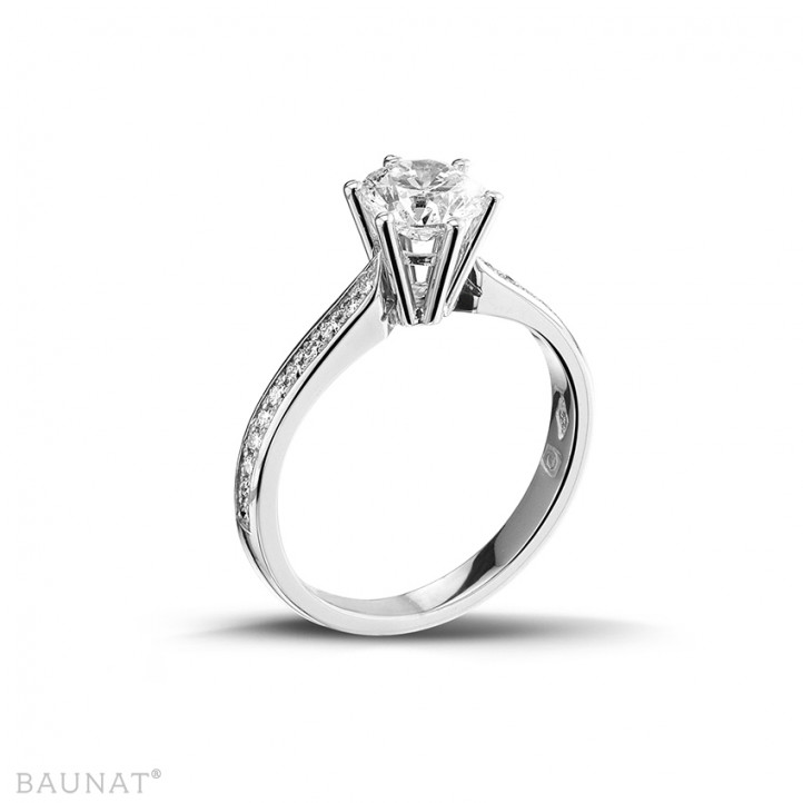 1.00 caraat diamanten solitaire ring in wit goud met zijdiamanten