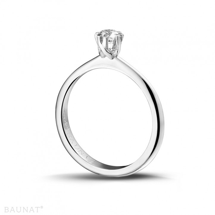 0.25 caraat diamanten solitaire design ring in platina met acht griffen
