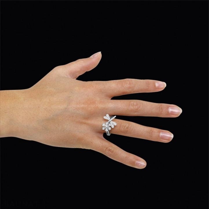 0.55 karaat diamanten bloem & libelle design ring in wit goud