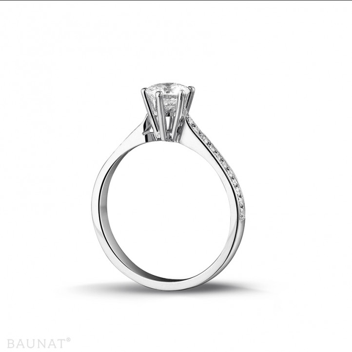 0.75 caraat diamanten solitaire ring in platina met zijdiamanten