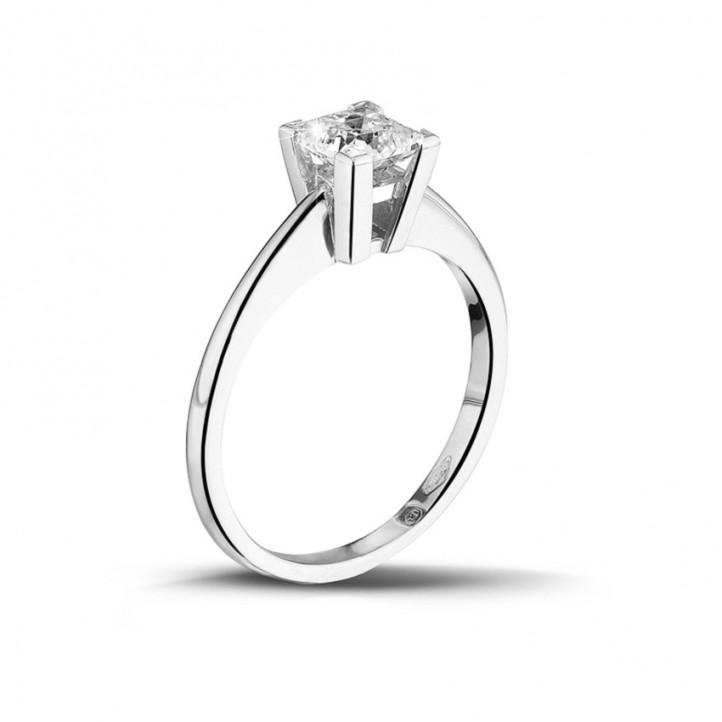 0.75 karaat solitaire ring in platina met princess diamant
