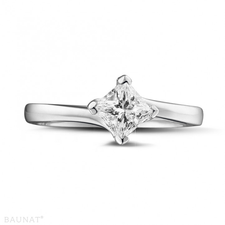 0.70 karaat solitaire ring in wit goud met princess diamant