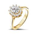 1.00 karaat entourage ring in geel goud met ovale diamant