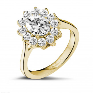 1.85 caraat entourage ring in geel goud met ovale diamant