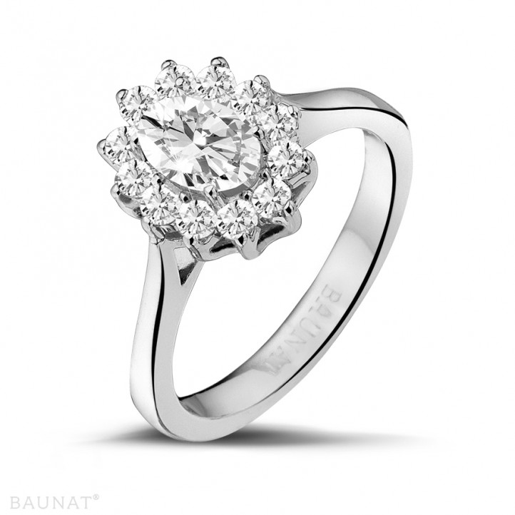 1.85 caraat entourage ring in platina met ovale diamant