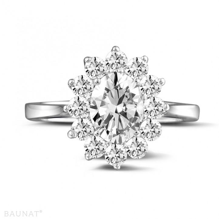 1.85 karaat entourage ring in platina met ovale diamant