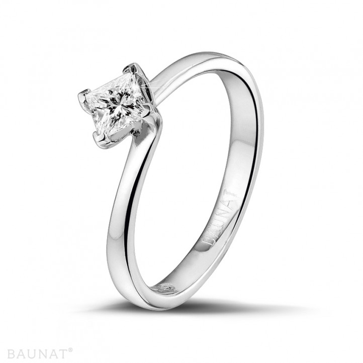 0.50 caraat solitaire ring in platina met princess diamant