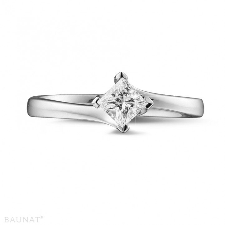 0.50 caraat solitaire ring in platina met princess diamant