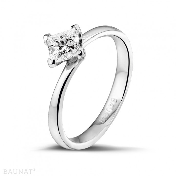 0.70 karaat solitaire ring in platina met princess diamant
