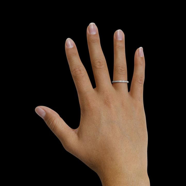 0.22 克拉铂金密镶钻石戒指