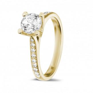 黄金钻石求婚戒指 - 1.00克拉黄金单钻戒指 - 戒托群镶小钻