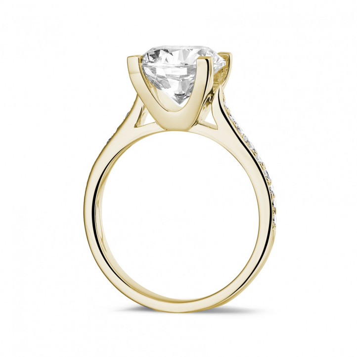 2.50克拉黄金单钻戒指 - 戒托群镶小钻