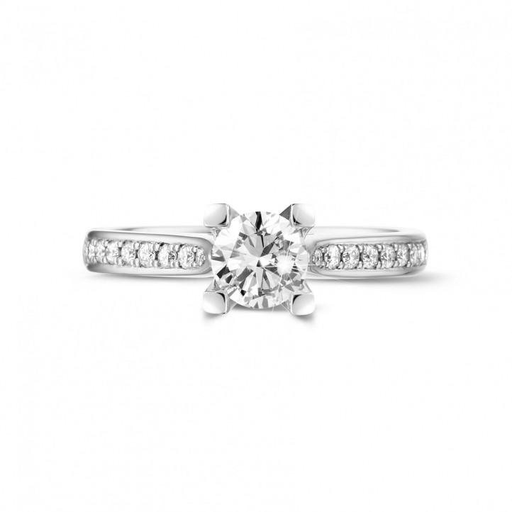 0.50克拉铂金单钻戒指 - 戒托群镶小钻