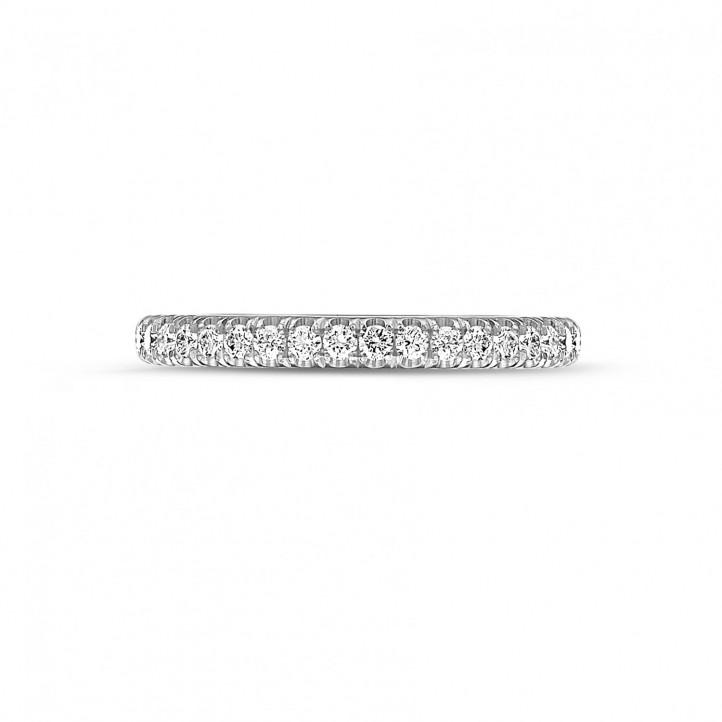 0.35克拉铂金镶钻婚戒(半环镶钻)