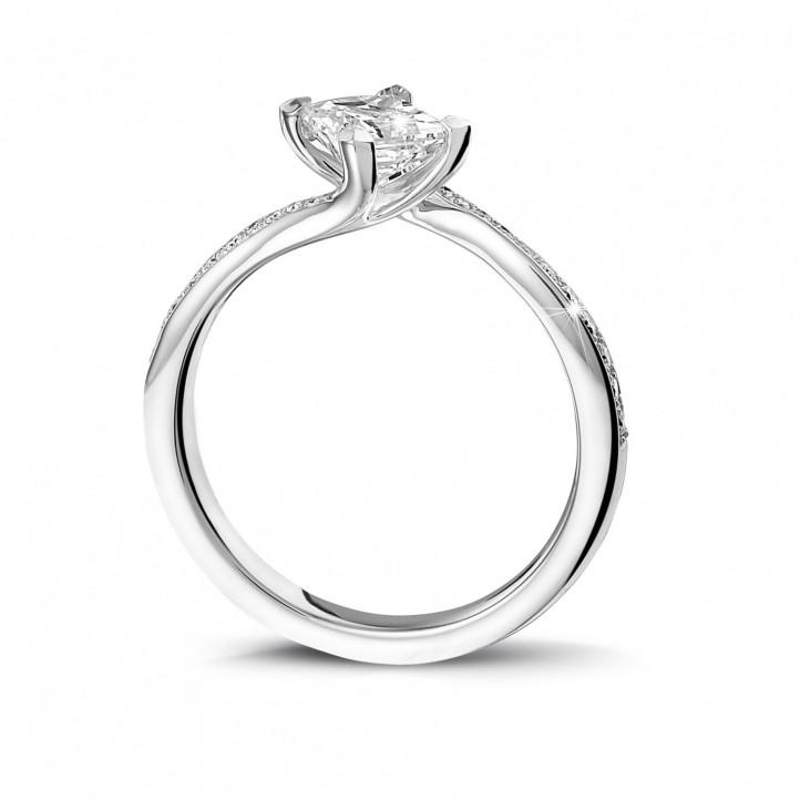 0.70克拉白金公主方钻戒指 - 戒托群镶小钻