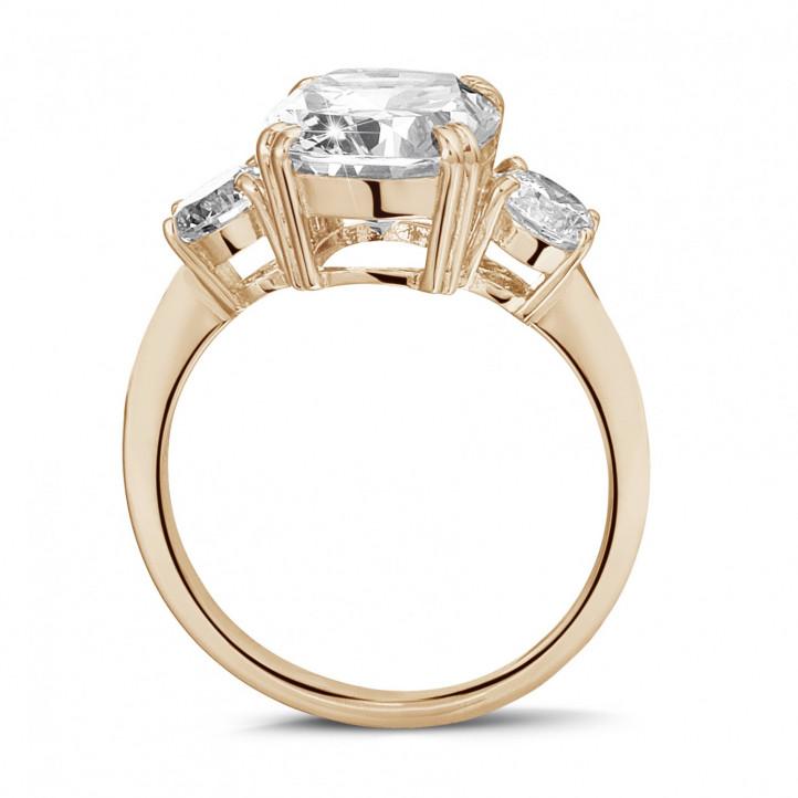 三钻玫瑰金枕形钻石戒指(镶嵌枕形钻石和圆形钻石)