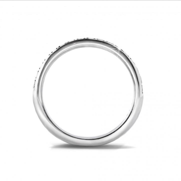 0.30 克拉白金密镶钻石戒指(半环镶钻)