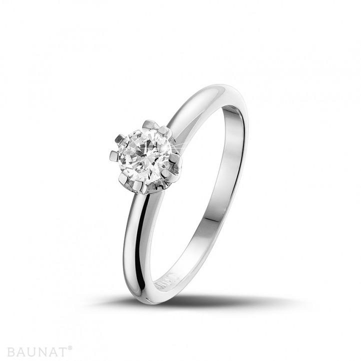 设计系列 0.50克拉八爪铂金钻石戒指