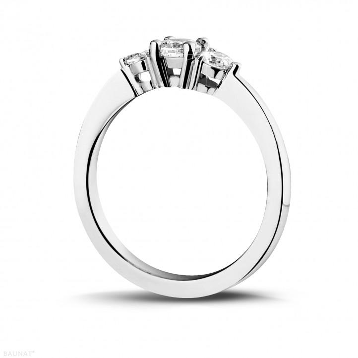 爱情三部曲0.45克拉三钻白金戒指