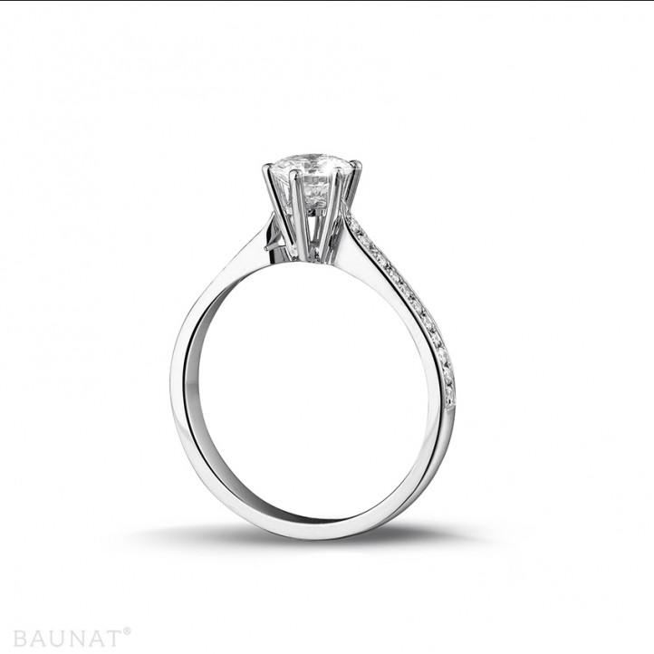 0.75克拉铂金单钻戒指 - 戒托群镶小钻