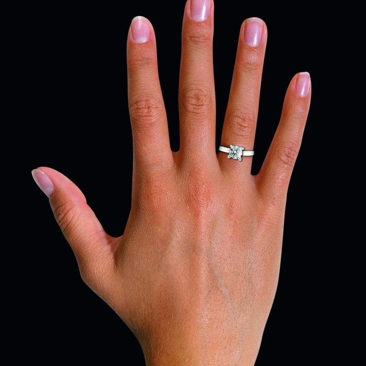 0.70克拉铂金单钻戒指